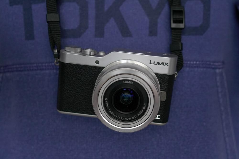 Panasonic GX800 con obiettivo zoom